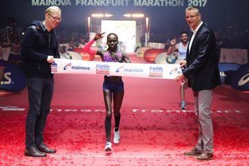 cheruiyot-tola-win-frankfurt-marathon