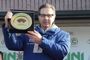 Giuseppe Gallo Stampino, the president of Unione Sportiva San Vittore Olona, with the WA Heritage Plaque