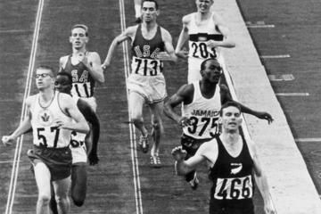 Peter Snell wins the 800m at the 1964 Olympic Games in Tokyo